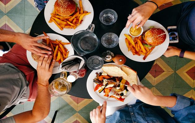 Having lunch or dinner with friends is part of a perfect Sunday. / Dan Gold, (Unsplash, CC0),