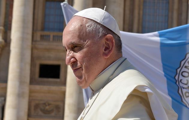 Pope Francis at St Peter's Square. / Annet Klinger (Pixabay CC0),