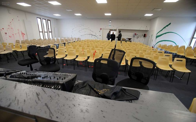 A general vision of the main room after the vandalic act against the Assemblies of God church in Angouleme, France. / Photo: Charante Libre,