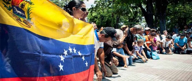 Venezuelan evangelical Christians pray for their country. / ED,