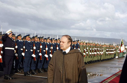 Bouteflika with the Algerian army in 2009.  / Wikimedia Commons