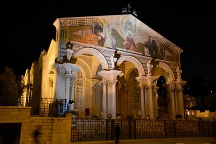 Nocturnal image of the façade of the Catholic basilica in the garden of Gethsemane (Jerusalem). The upper vertex features two deer looking at a cross. These animals were symbolic of the believer saved through the sacrifice of Christ.  / Antonio Cruz.