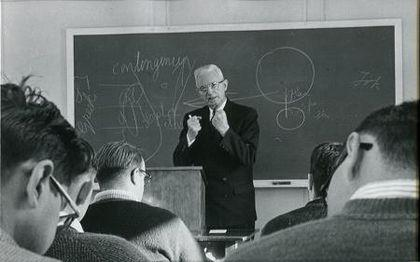 Van Til giving class in Westminster. / Westminster Theological Seminary.