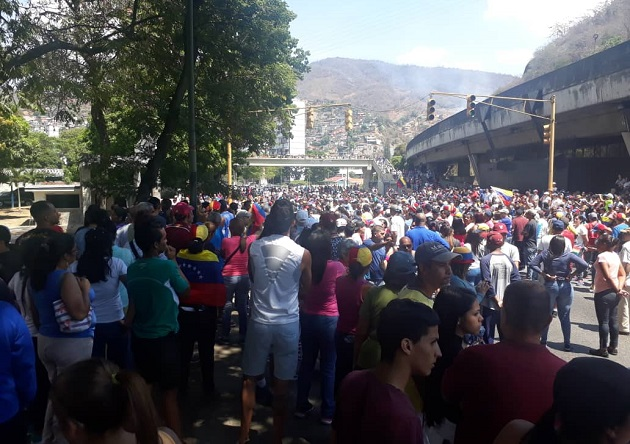 People gathering in Caracas in support of Guaidó and against the regime of Nicolás Maduro. / Twitter,