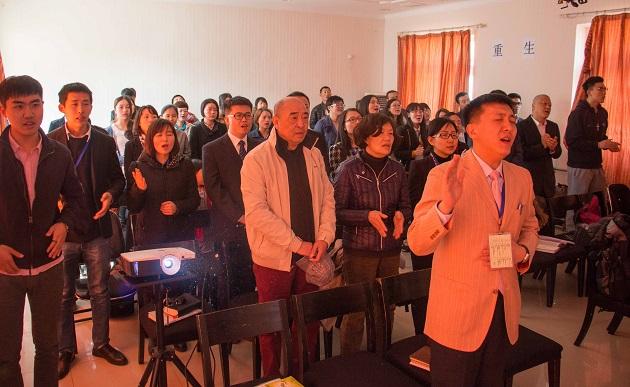 Christians in a church in Beijing, China. / Photo: Huang Jinhui, Wikipedia CC,