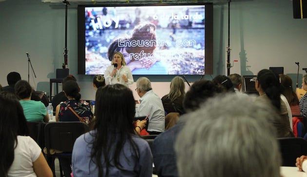 Ana Perez, Buenas Noticias church spokeswoman, talking during the meeting. / BNLugo,