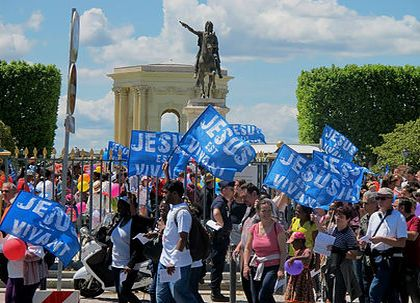 French Christians took the streets of the main cities. / Marche pour Jesus.