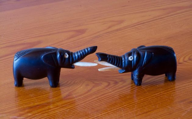 The black colour of ebony wood was combined with the white colour of ivory to make ornamental figures, like these African elephants. / Antonio Cruz,