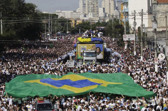 Around 3 million evangelicals, according to the organisers, filled the streets of São Paulo. / Marcha Para Jesus.,