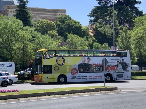 Buses and other advertising promoted the festival in the city. / Association Luis Palau