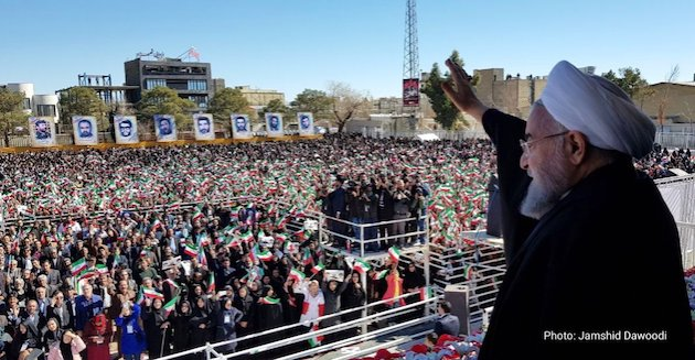 The President of Iran, Hassan Rouhani, greets the masses. / Twitter @HassanRouhani,