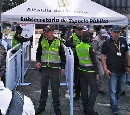 Security personnel controlling the access to the OEA General Assembly in Medellín, Colombia. / ED