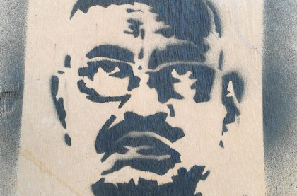 A serigraphy of ousted President al-Bashir, on a wall in Khartoum. / Wikimedia Commns, CC
