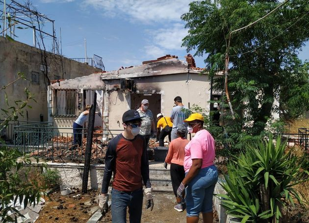 Christian help cleaning and rebuilding the houses of the victims. / Transform.,