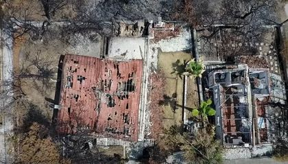 The wildfires killed 102 people and destroye hundreds od houses. / You Tube.
