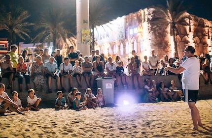 There are 2 night sessions in the beach everyday. / Reach Mallorca