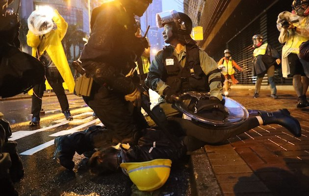 There were  many clashes between protesters and the police. / Twitter @HongKongFP,