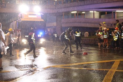 It was the first time the police used water cannons in Hong Kong.  / Twitter @HongKongFP
