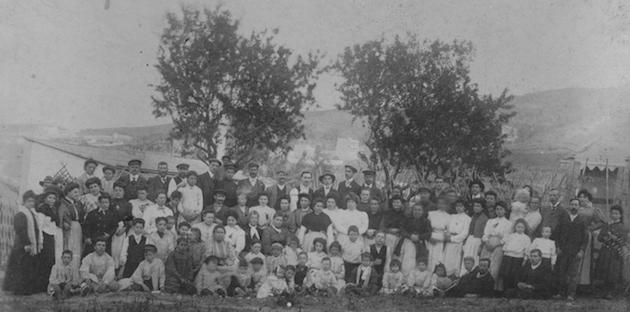 An old photo of a church trip of the Terol Church. / Asamblea de Hermanos de Gracia,