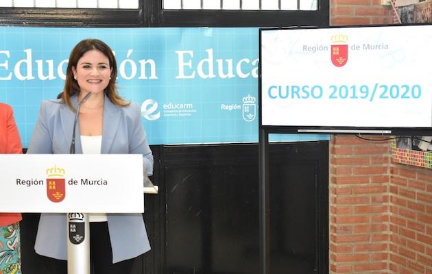 Esperanza Moreno, minister of education of the Region of Murcia government, in a recent press conference. / CARM,