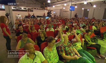 Participants at a Sunday service. / Image ARD-SWR