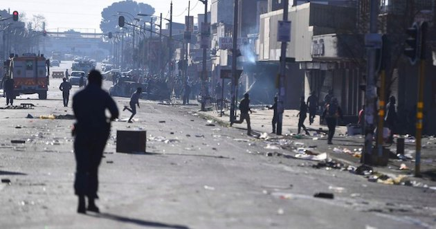At least 12 people have died during the conflict in South Africa. / Twitter @bieleckaag,