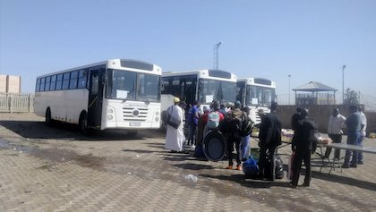 Nigerian citizens ready to leave South Africa. / Twitter @UpdateAtNoon