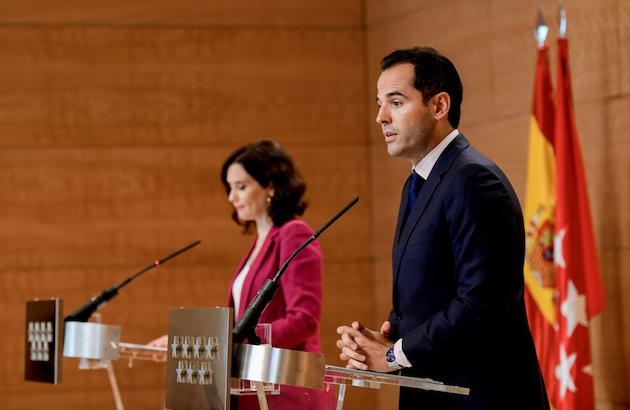 The President of the regional government of Madrid, Ayuso - back - and the Vice President, Aguado, during the press conference on September 17, 2019. / Government of Madrid,