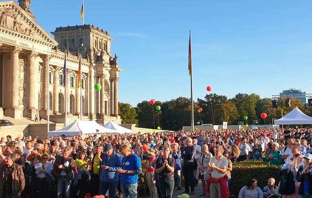More than 8,000 participated in the March for Life. / Marsch für das Leben.,