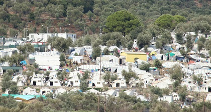 View from the distance of tents for refugees in Moria, Lesbos. / Pau Abad