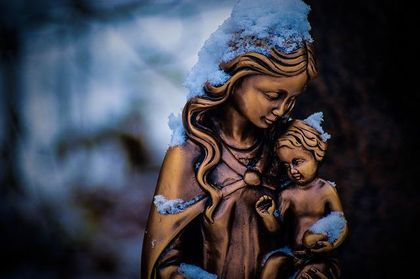 Roman Catholicism believes that the Virgin Mary is a co-redemptrix, thus belittling the efficacy of Christ's all-sufficient atoning work. / Pixabay.