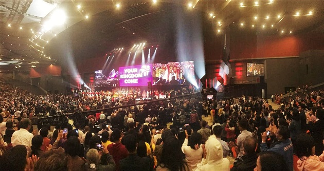 More than 800 delegates and thousands of Indonesian evangelical Christians attended the opening ceremony of the World Evangelical Alliance GA in Jakarta. / Photo: Vlady Raichinov,