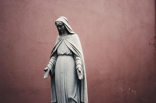 A statue of the Virgin Mary. / Jon Tyson, Unsplash, CC0,