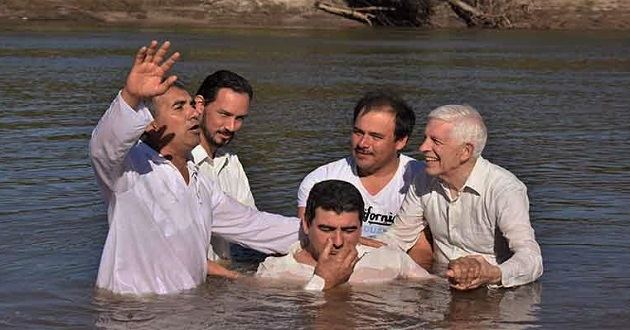 A baptism service of an evangelical church in Argentina. / Evangélico Digital,