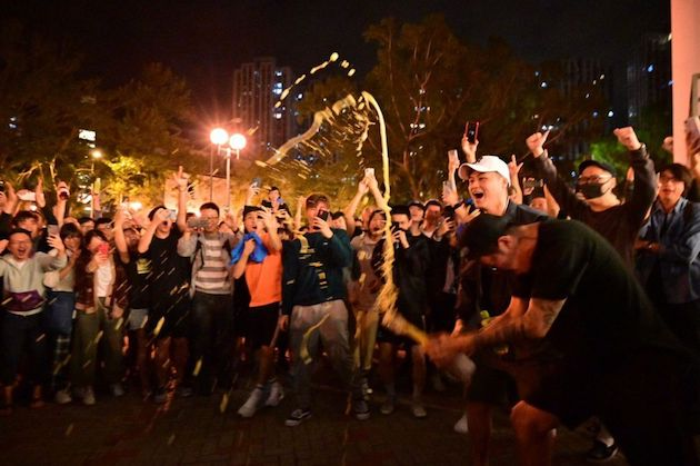 Pro-democracy parties supporters celebrate the results. / Twitter @HongKongFP, Galileo Cheng,