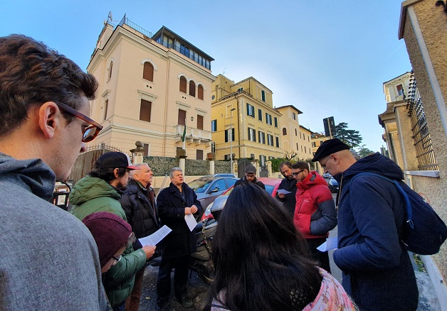 A group of evangelical Christians praying for Algeria outside the Algerian embassy in Rome, Italy, on December 14, 2019. / AEI,