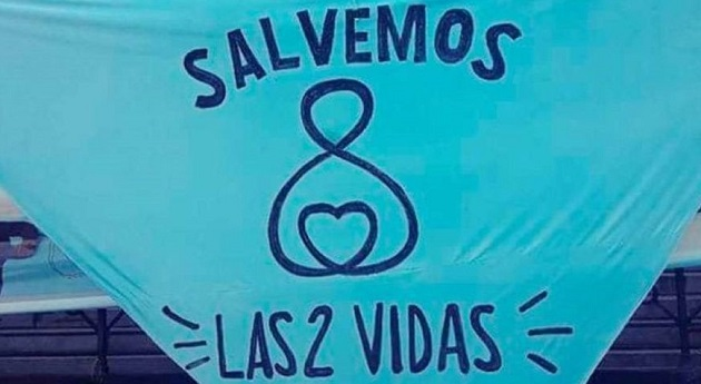 The famous blue kerchiefs of the pro-life movement in Argentina, which calls to save the two lives. / Evangelico Digital,