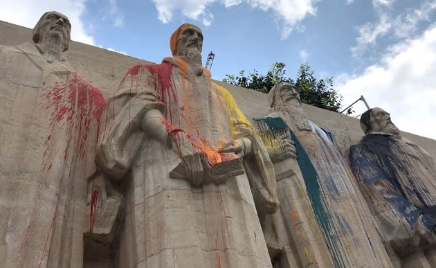 The Reformation Wall in Geneva, Switzerland, vandalised. / Photo: Lemanbleu.ch