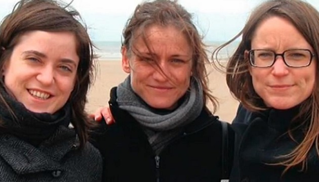 Tine Nys, in the centre, with her two sisters. / Social media picture via Le Soir,