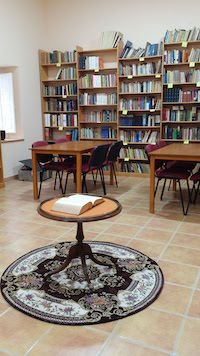 Someof the bookof the library are several centuries old. / Samuel Crespo.