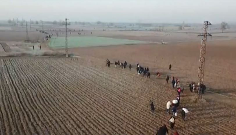 Images of refugees walking towards the Greek border, on Saturday 29 March 2020. / RTVE
