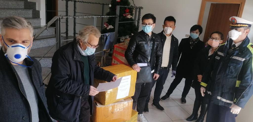 The Chinese Evangelical Church in Modugno donates 4,000 face masks to the authorities of the city. / Facebook Chiesa Pienovangelo