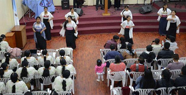 Worship service at the evangelical bilingual church El Belén. / El Tiempo. ,