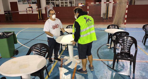 Volunteers of the church Modern Christian Mission in Fuerteventura preparing the facilities. / MCM.,