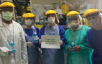 Health workers thank Zaragoza Solidaria for the materials. / Zaragoza Solidaria.