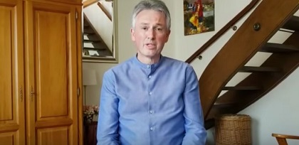 Pastor Samuel Peterschmitt addressed the infections in his Mulhouse church as he recovered from Covid-19. / Video capture website La Porte ouverte chrétienne