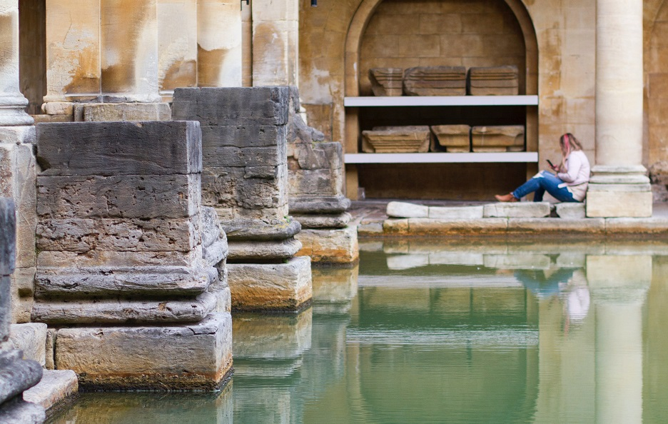 "Old archaeological Roman baths in Rome, Italy. / <a target=""_blank"" href=""https://unsplash.com/photos/SeYGQ8KQBug"">Virginia Choy</a> (Unsplash, CC0),"