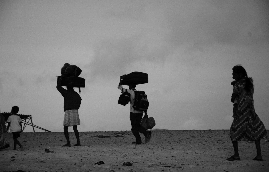 """A group of Sinhalese Tamils arriving on the island of Rameshwaram, in Tamil Nadu, after a dangerous journey of more than 48 kilometers through the Palk Strait. / <a target=""""_blank"""" href=""""https://www.flickr.com/photos/climatalk/"""">Climatalk.in</a> (Flickr, CC),"""