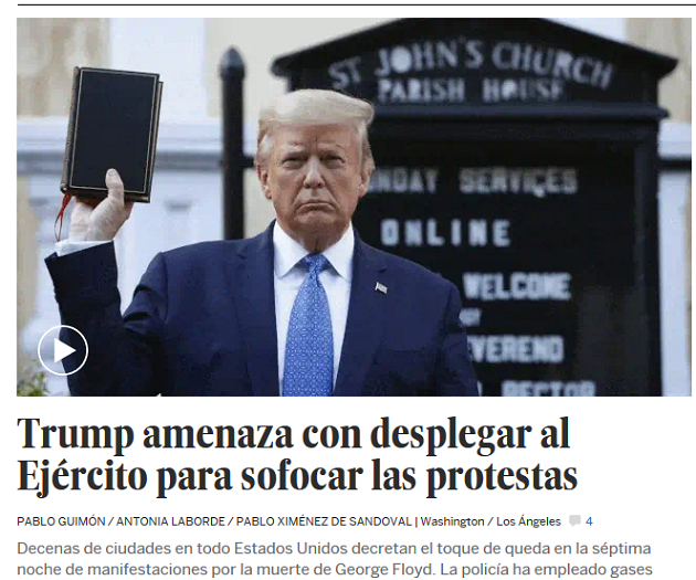 Donald Trump showing the Bible, in the online edition of Spanish newspaper El País.