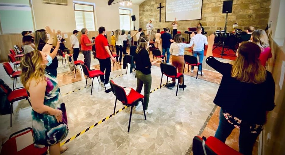 """A worship service in an evangelical church in Italy. / Photo:  <a target=""""_blank"""" href=""""https://www.facebook.com/chiesaapostolicagrosseto"""">Facebook Chiesa Apostolica in Italia Grosseto</a>,"""